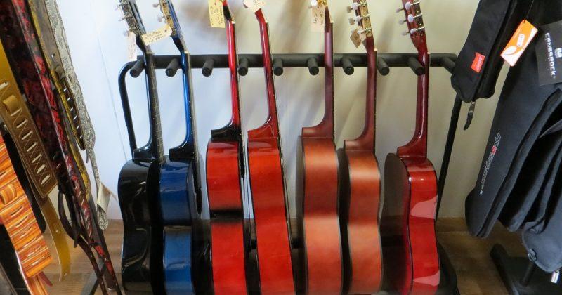 Nu Klassieke gitaar vanaf € 44,95 leuk als kado !