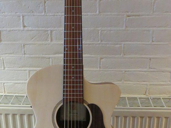 NIEUW BINNEN: Iberica Western gitaren